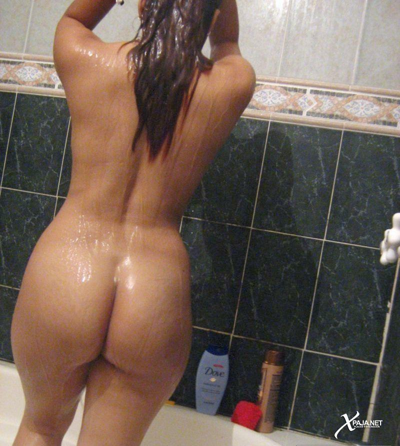 Big ass Latina showing her sexy nude ass