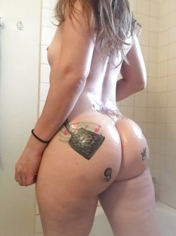 Thick phat ass tattooed babe Nude Gallery