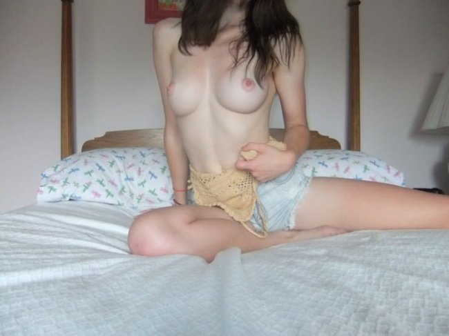 Super Hot young teen – amazing nude body GALLERY