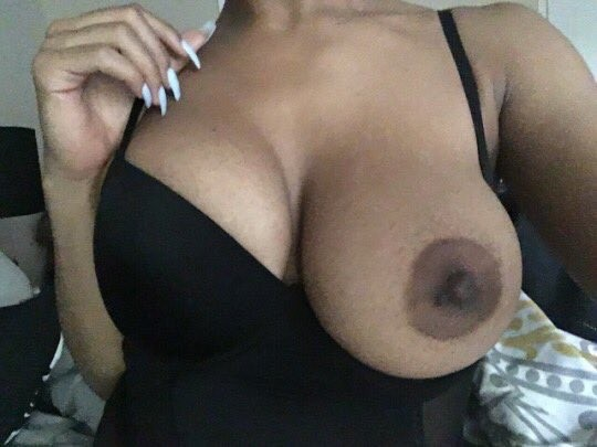 Hot Thick light skin black queen – big boobs nude gallery