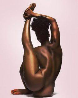 Work of art – Flexible nude ebony