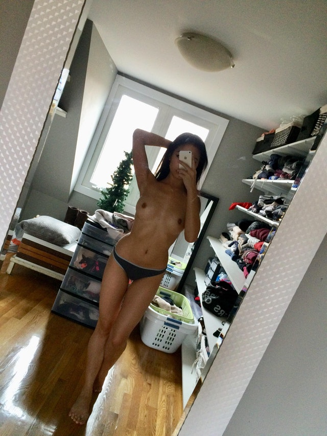 Adorable young 18yo Asian beauty leaked naked pictures