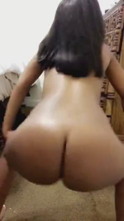 Slut wife fucks girls
