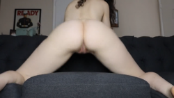 Big ass, clean pussy girl shaking her ass for the cam