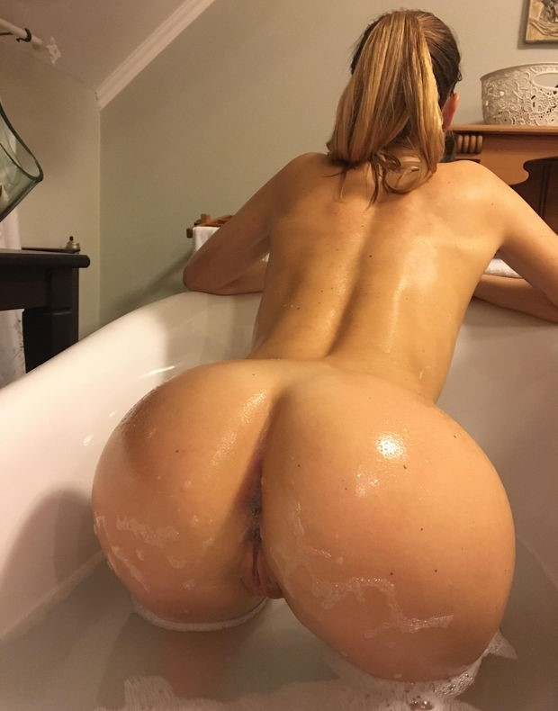 Thick wife loves it doggystyle in the bath