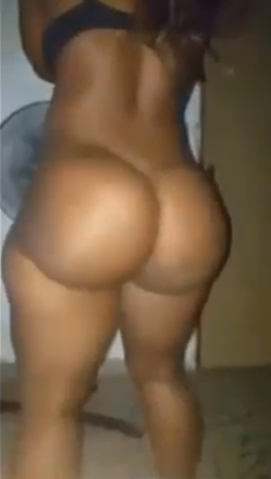 Unreal round black booty on this hoe I met – best ass in the world