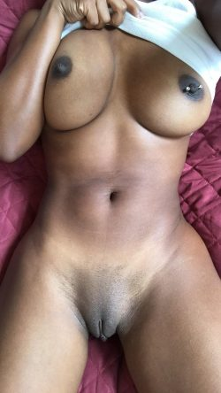 Black nude queen with a banging body