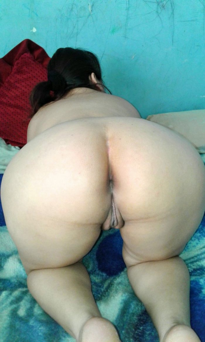 Phat ass Filipino wife bending over in bed