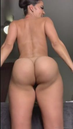 Wavy booty – phat ass thot making her ass clap