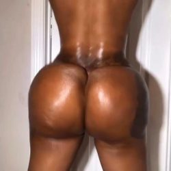 Bad black thot with a mesmerizing phat jiggly ass