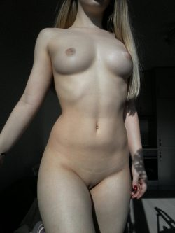 Feast your eyes on my fucking hot body – ready to be dominated