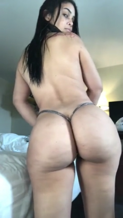 Thick Latina babe with an incredibly phat jiggly ass