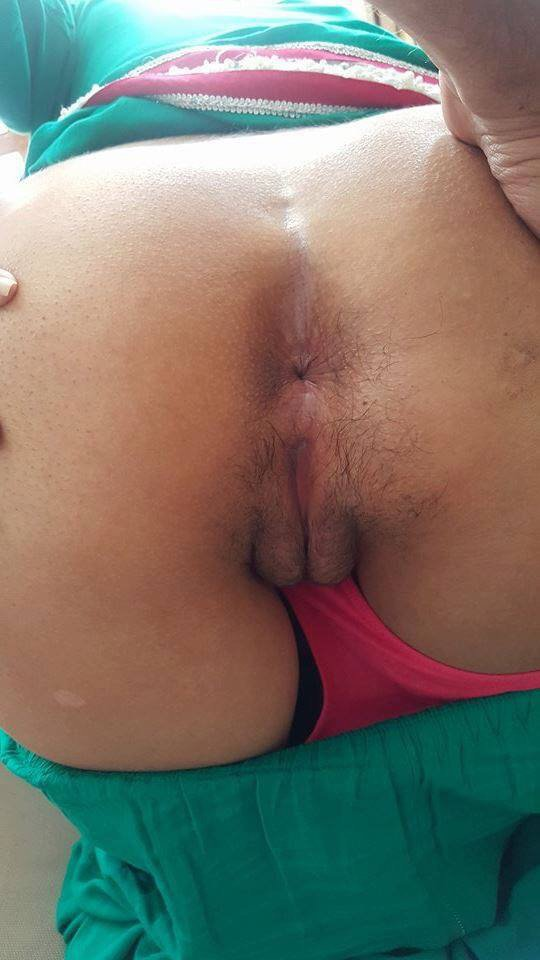 Freaky Punjabi spreading her tight asshole