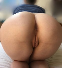Gifted white lady with a miraculously large booty and phat pussy