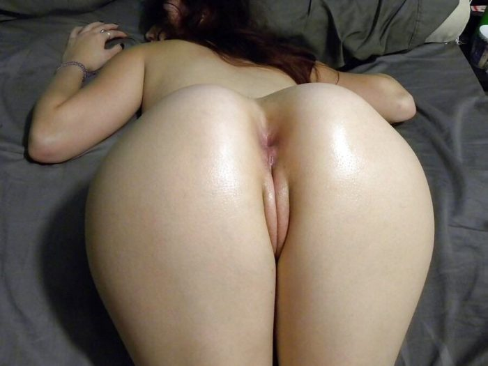 Clean pussy and butthole just waiting to be fucked