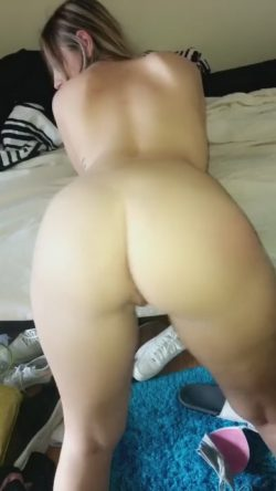 My bad ass white girl shaking her booty for yall
