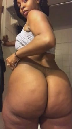 My phat ass sidechick rubbing down that booty for daddy